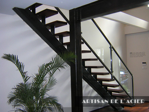artisan de l 39 acier inc escaliers. Black Bedroom Furniture Sets. Home Design Ideas